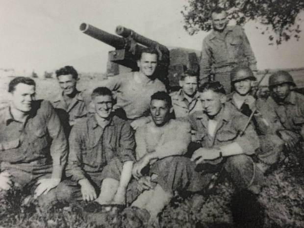 Eligio Ramos (jobb szélen) és az egysége a második világháború alatt (Fotó: Ramos család archívuma)