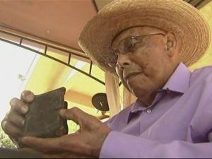 Visszakapta 70 éve elvesztett tárcáját a világháborús veterán