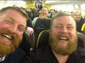 Saját hasonmásával találkozott a repülőn!