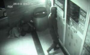 Időutazó rabolt ki egy üzletet? – átsétált a zárt ajtón