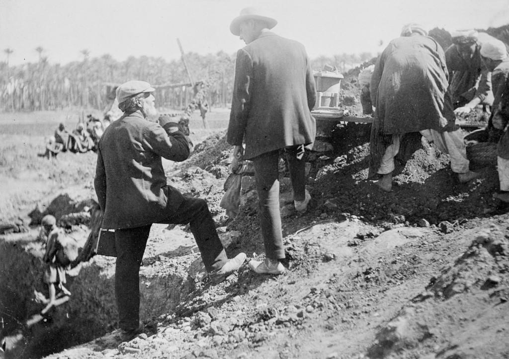 Petrie-Excavating-at-Memphis1