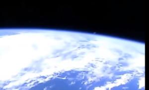 Különös tárgyat rögzített az űrállomás kamerája!