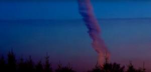 Lövik egymást a földönkívüliek? Füstölgő ufó zuhant le Amerikában