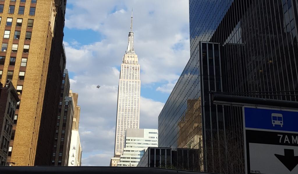 ufo-empire-state-building-new-york-1