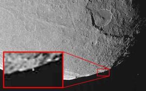 Földönkívüliek holdbázisa kering a Szaturnusz körül?
