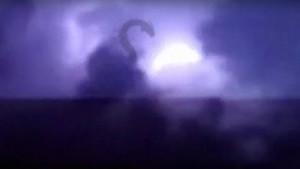 Hátborzongató lényt fotóztak a villámok fényénél