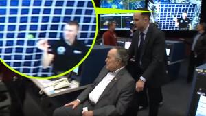 A kivetítőn felejtették az űrállomásos kamu videót a NASA irányítóközpontjában