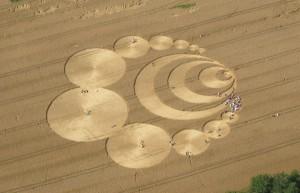 Rajtakapták az alakváltó ufót, amint gabonaköröket csinál