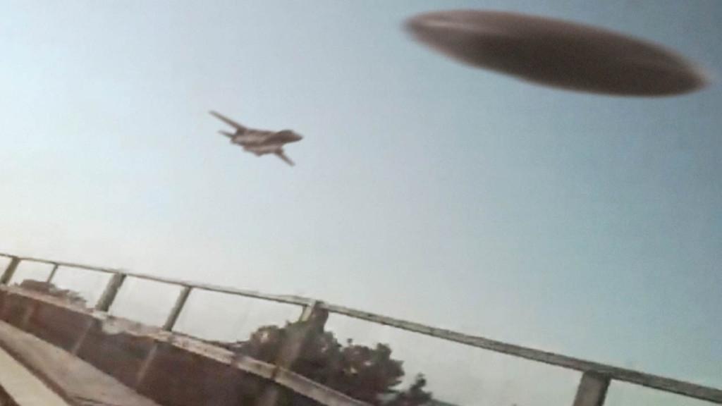 UFO-üldözést videóztak a hullámvasútról