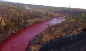 Egy egész folyó változott vérszínűvé Oroszországban