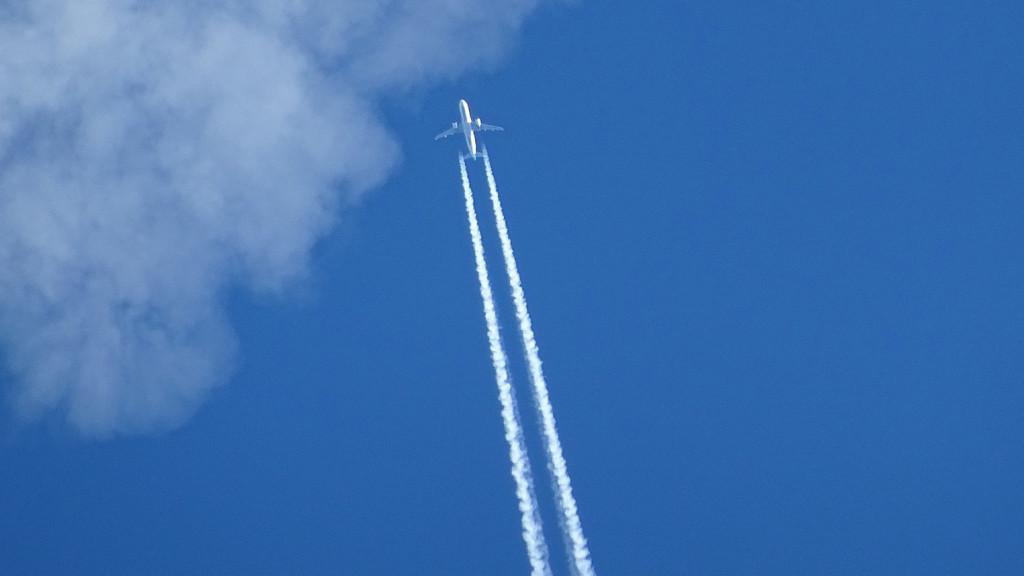 aircraft-1705923_1920