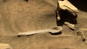 Mi a fene folyik itt? Meglepő dolog hevert a Mars porában!