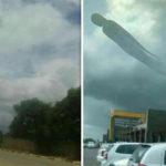 Félelmetes lény szállt elő a viharfelhőkből Zambia felett