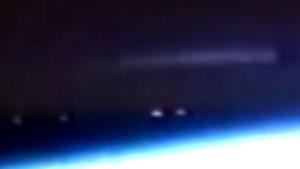 Idegen anyahajó, vagy a titkos földi űrflotta hajója kering a Föld körül?