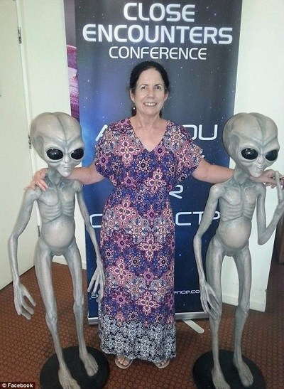 Judy-Carroll-with-Grey-alien-statues