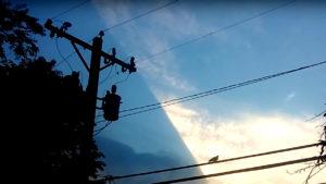 Döbbenetes anomáliát videóztak: Elcsúszott felettünk a mesterséges égbolt