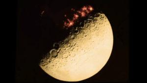 Kiszivárgott 1968-as NASA felvétel: Városok vannak a Hold sötét oldalán!