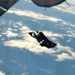 Túl közel repült a rejtélyes Black Knight az űrállomáshoz, levideózták!