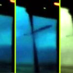 Fekete UFO száguldott elő abból a viharfelhőből, amelyről épp videó készült