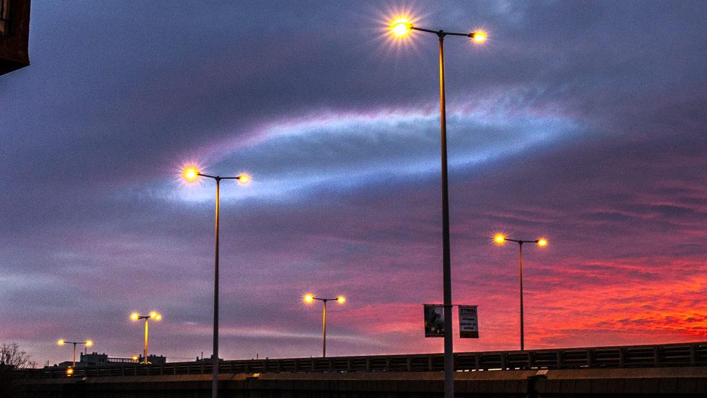 Ragyogó UFO-gyűrű jelent meg Budapest felett naplementekor