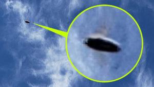 Véletlenül egy UFO-t is lekapott, miközben a felhőkről készített fotókat