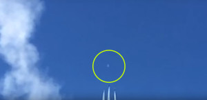 A hadsereg is megdöbbent: egy ufó repült át a légiparádén
