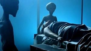 Gyereket vár egy földönkívülítől, miután elrabolták!