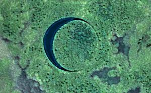 Pénzt gyűjtenek, hogy felkereshessék földönkívüli bázisnak vélt úszó szigetet