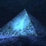 Rejtélyes piramisokra bukkantak a tengerfenéken a Bahamák közelében