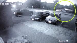 A kamerák felvették: Levegőben száguldó autó jelent meg a semmiből!