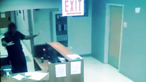 Paranormál: Szellemet látott egy éjszakás biztonsági őr, és a kamera is felvette