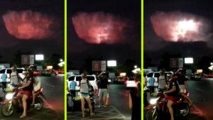 Álcázott UFO-átjáró: Magányos villámszóró felhő jelent meg Thaiföld felett